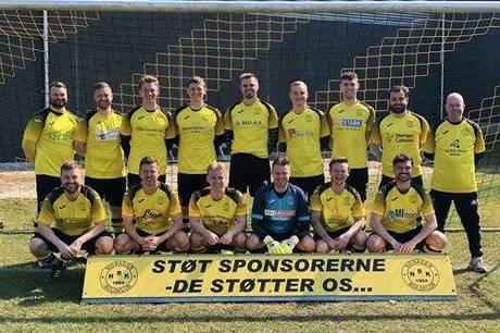 Nørager B stillede op uden klubbens U19 talenter, som spillede Liga 2 kamp mod FC Silkeborg, men havde i stedet Daniel Sortkjær og Mark Thomassen med på holdet, da Østdjurs 91 blev slået med 1-0 i årets første lokalopgør i Serie 2. Foto: Nørager B