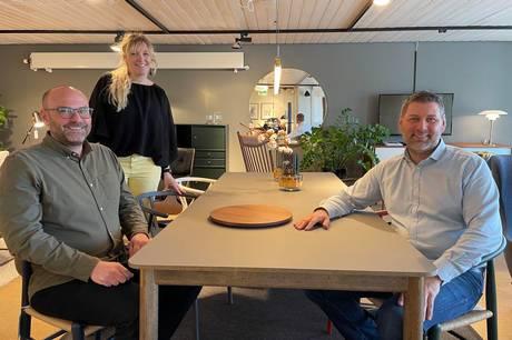 Indehaverne Niels Hultmann (til venstre) og Rasmus Ernstorn har indlemmet Sussie Holm-Hansen i den daglige ledelse af Rosborg Møbler.