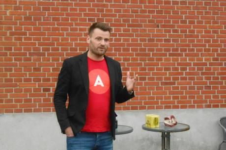 Socialdemokratiets ungersvend og borgmesterkandidat Michael Stegger får sin ilddåb ved 1. Maj mødet i Rønde. Arkivfoto
