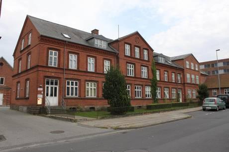 Den tidligere Østervangsskolen i Hammel skal renoveres.