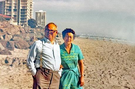 Anne-Marie Jensen husker tilbage på et langt levet liv med manden Knud Jensen, samt børn og børnebørn. Især de 28 ture til USA husker hun tilbage på med glæde.