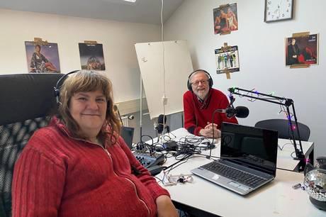 Både Michelle Rajter og lederen af FO Byen, Torben Dreier, var i 1980-erne med til at starte Radio Aarhus, der kunne være et meget muntert og kaotisk foretagende. I dag har Michelle Rjter sin egen netradio, Svane Musik Radio, og åbner 3. maj et nyt studie i FO Byen. Foto: Tahmasbi