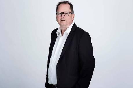 Klaus Hansen fortsætter som direktør for den regionale filmfond Filmfyn, men er nu midlertidig forstander på Den Europæiske Filmhøjskole.