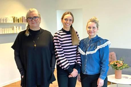 Linda Run til venstre, Sanne From i midten og Tinna Buch til højre er flyttet i fælles lokaler på Vejlbjergvej.