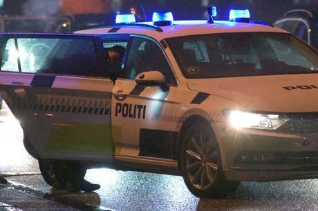 Politiet anholdt søndag morgen en 25-årig mand, efter han havde begået hærværk mod flere parkerede biler i Nørrebrogade i Aarhus C.