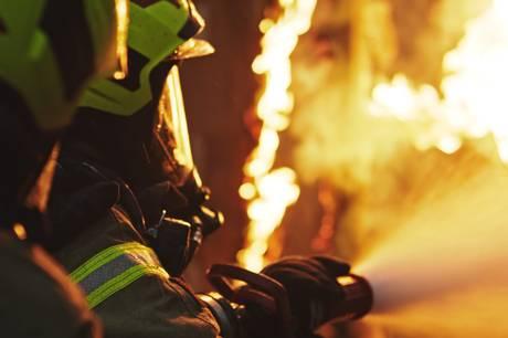 36-årig kvinde sørgede for at alle kom uskadt ud af brændende hus