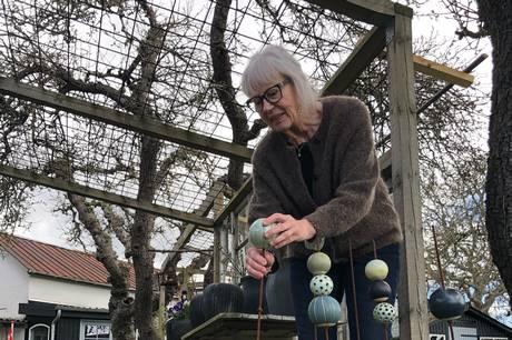 Her blandt smukke æbletræer i Følle, har Hanne Løber omdannet den gamle blomsterbutik til et blomstrende kunsthus, der nu bliver omdrejningspunkt for fremtidige events og markeder. Pressefoto