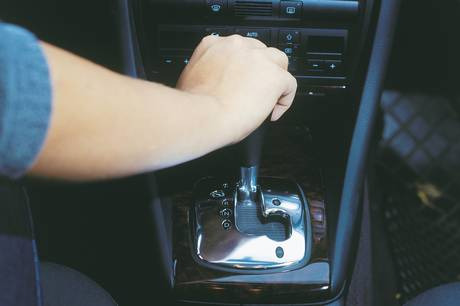 Flere vælger komforten til og koblingen fra, når de skal have ny bil. Både i person- og varebilen.