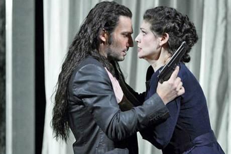 I hovedrollerne kan man opleve Jonas Kaufmann og Anja Harteros. Pressebillede