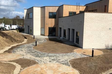 Rehabiliteringen på Tagdækkervej i Hammel flytter i nye rammer og åbner et nyt tilbud for borgere, der er hårdt ramt efter en hjerneskade.