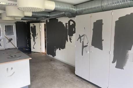 Skolens nye faglokaler er blevet molesteret eftertrykkeligt efter, at en gruppe unge har fest løs i dem i Bededagsferien