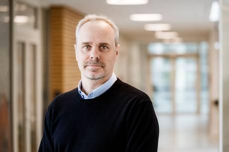 44-årige Kåre Severinsen skifter stillingen som neurologisk overlæge og klinikchef ud med titlen som ledende overlæge