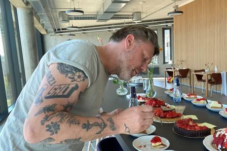 Vi har testet syv aarhusianske jordbærtærter sammen med Timm Vladimir fra Den Store Bagedyst, madbloggeren Emma Martiny og Tove Færch, der leder Karolines Køkken.
