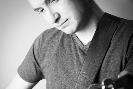 Lokal musiker har nyfortolket Video Video og fået lov af sangskriver Jens Brixtofte til at udgive sangen.