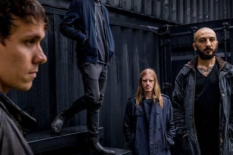 Vola består af Asger Mygind (vokal, guitar), Nicolai Mogensen (bas), Martin Werner (keyboard) og Adam Janzi (trommer). Pressefoto