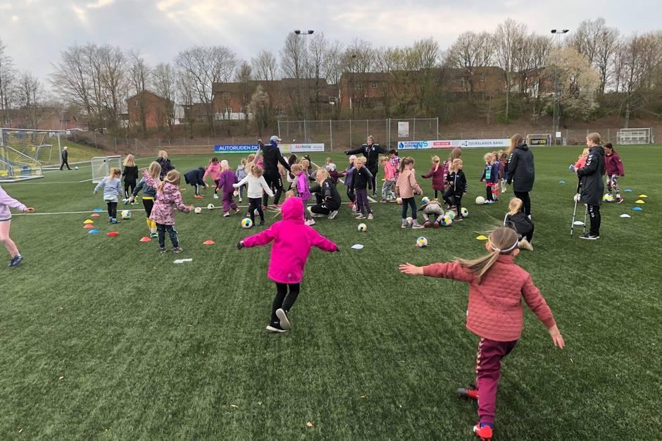 Stor tilslutning til pigefodbold-projekt i Hinnerup og Hadsten