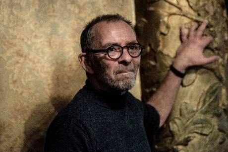 Anders Baggesen er slet ikke færdig efter 40 år på Aarhus Teater, hvor han føler sig som en del af et orkester og er taknemmelig for de roller, han får. Indtil videre er det blevet til mere end 100.