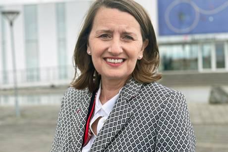 Ambitionen er at blive en af verdens mest anerkendte museer, lyder det fra Rebecca Matthews, der er ny direktør for Glasmuseet i Ebeltoft.