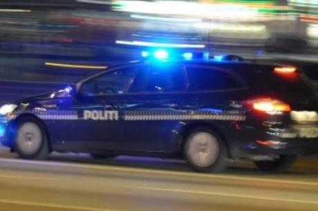 Patruljer fra Østjyllands Politi jagtede natten til fredag en narkobilist, som først blev standset efter 43 kilometers eftersættelse.