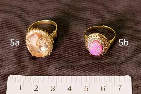 Politiet efterforsker i øjeblikket, om fem fingerringe, en halskæde og to ure kan stamme fra tyverier mod ældre borgere på Syd- og Vestsjælland.