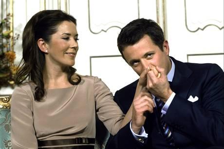 Den 14. maj er det præcis 17 år siden, at kronprinsparret sagde ja til hinanden.