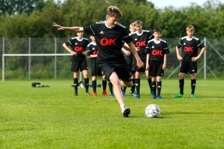 Udover Stjær Boldklub og Riis-Tebstrup IF støtter energiselskabet OK omkring 2.000 klubber og foreninger i hele landet. Foto: OK.