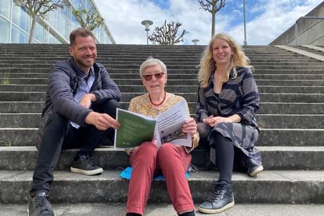 På Dokk1 kan man møde nogle af borgersamlingens deltagere, der fortæller om arbejdet med at give politikerne anbefalinger til, hvordan de kan gøre Aarhus grønnere.