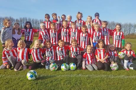 Det vælter ind med piger, der vil spille fodbold i Grundfør.