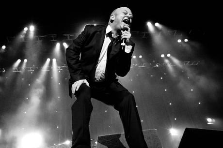 Andrew Strong og hans band kan opleves live 29. maj på Fuglsøcentret. Prfoto