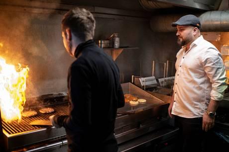 Fra 15 landsdækkende restauranter til intet. De hedengangne Burger Shack-selskaber ejet af iværksætteren Qasem Ziar efterlader en milliongæld til kreditorerne, der blandt andet tæller skattemyndighederne.