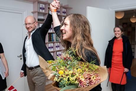 "Stine Pilgaard modtager boghandlernes pris 'De Gyldne Laurbær' for romanen ""Meter i sekundet"", oplyser priskomitéen."