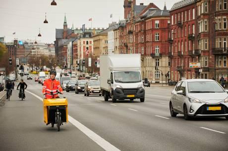 SOS Dansk Autohjælp rykker nu ud med vejhjælp på elcykler i København og på Frederiksberg. Det sparer tid og er mere miljøvenligt.
