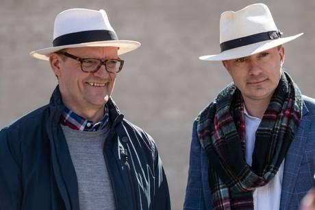 DF-profilen er langtfra den eneste kendis, som laver en cameo i serien. Også Natasja Crone, Kurt Ravn og Pilou Asbæk gæster Casper og Frank i ottende sæson.