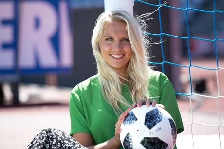 Josefine Høgh er hovedvært i DR´s dækning af sommerens EM-slutrunde. Jobbet er en drøm, der går i opfyldelse for værten, der selv har fodbold som sin største passion. Og så tror hun ovenikøbet på en dansk triumf.