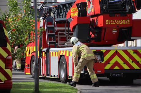 Et skur udbrændte totalt, men ilden spredte sig ikke til andre bygninger.