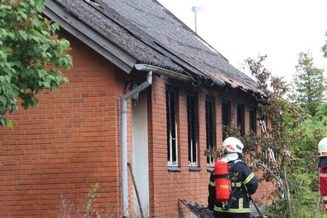 En 64-årig kvinde har torsdag morgen mistet livet under en brand i en villa i Ørsted.