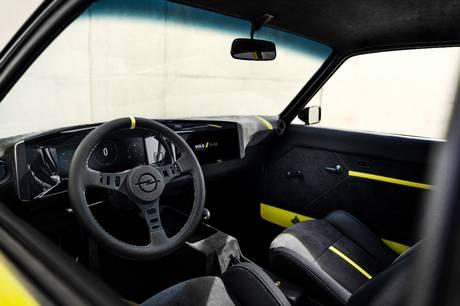 Opel viser den endelige Manta GSE RestoMod, som er en elektrisk opgradering af den klassiske sportsvogn fra 1960'erne og 1970'erne.