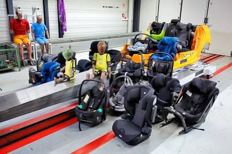 De nye autostole er ikke alene mere sikre. Der er nu også langt færre skadelige stoffer end tidligere i stolene. Det viser den seneste test af autostole fra FDM. Man skal dog fortsat være opmærksom.