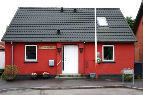 I alt har Landsbyrådet givet 37.050 kroner til Vester Velling IF og Skjød Forsamlingshus.