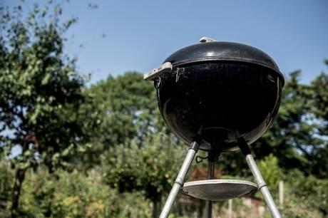 For mange er det primært bøffer, pølser og andet kød, som udgør hovedretten, når der skal grilles. Men med det rigtige tilbehør vil grillmiddagen blive en helt ny oplevelse.