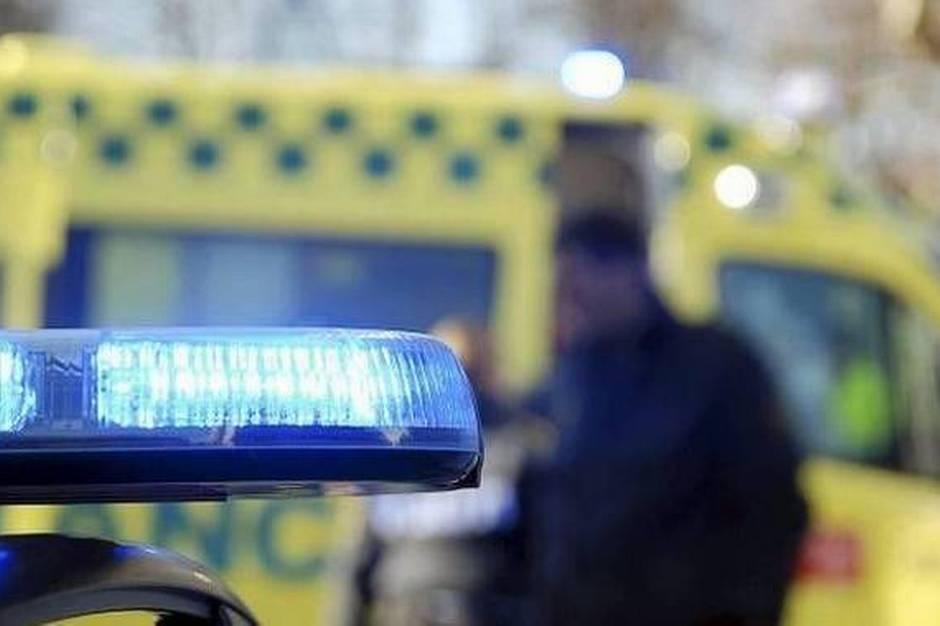 En 57-årig mand fik tilsyneladende et ildebefindende, da han mandag formiddag kørte galt ved Hessel Station i Grenaa.