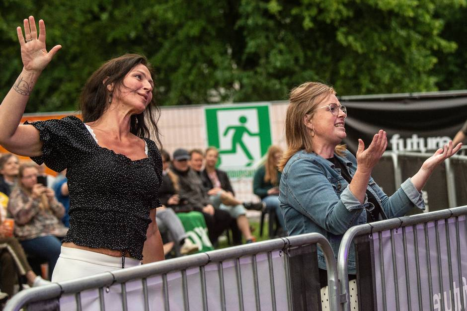 Musikhusets 'Aarhus åbner op' blev fredag skudt i gang med musik, grin og fodbold.