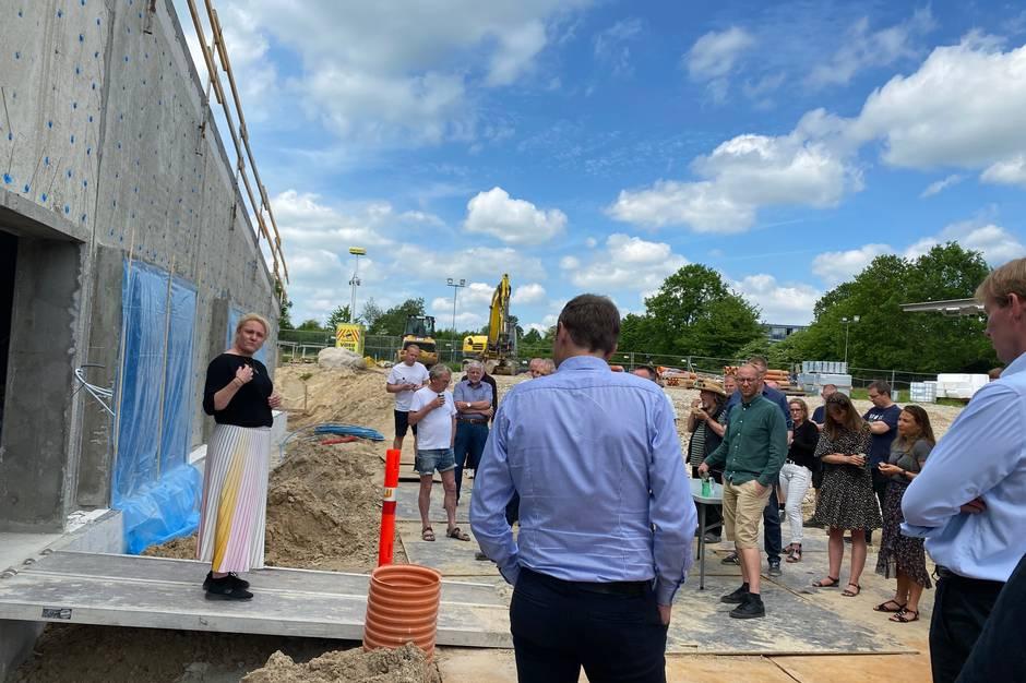 Om et år vil Lystrup Svømning holde åbningsfest for et nyt og udvidet aktivitetscenter i hjertet af byen.