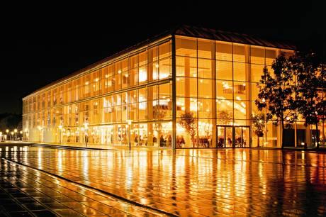 Salling Fondene og Aarhus Kommune er klar med en økonomisk hjælpende hånd til det coronaramte aarhusianske kulturliv, der modtager otte millioner kroner, som er reserveret til mindre kulturaktører. Det skal sikre en stærk genstart og attraktive kulturtilbud til byens borgere og gæster.