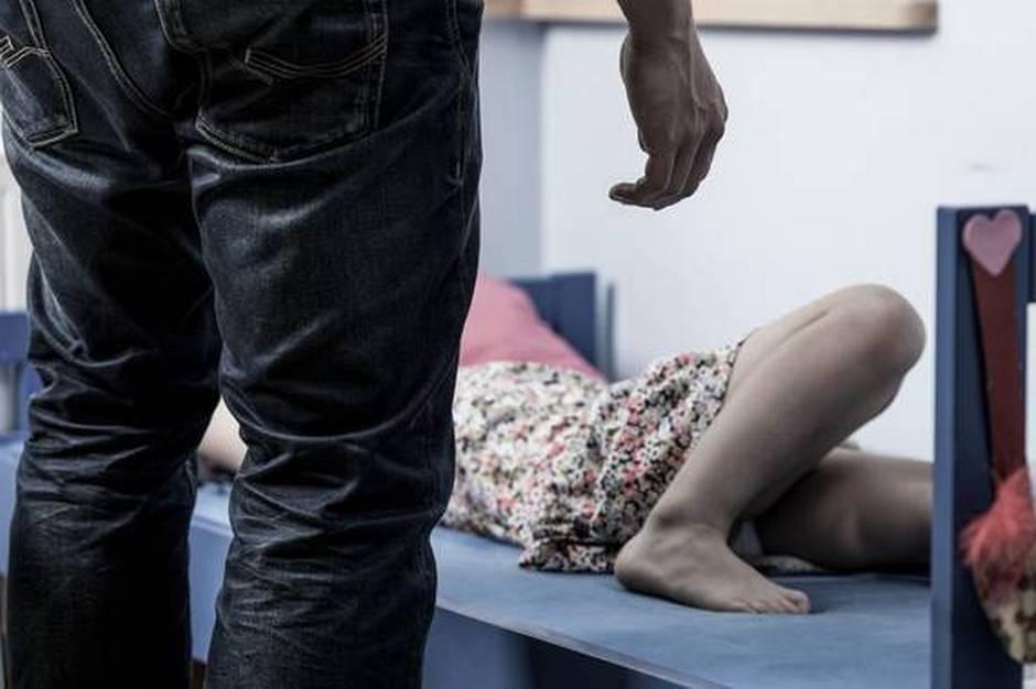 Ifølge dom voldtog 29-årig mand pigen, mens hun var bevidstløs efter at have drukket alkohol.