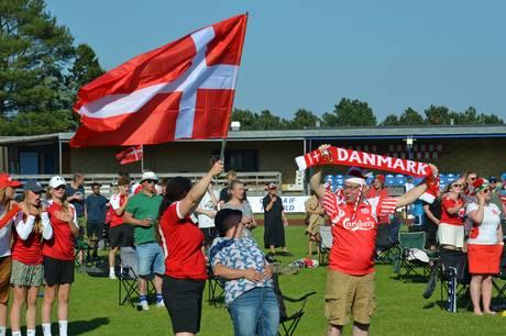 Udsolgt og 500 på plads i to sektioner på Grenaa Stadion til Danmark-Belgien