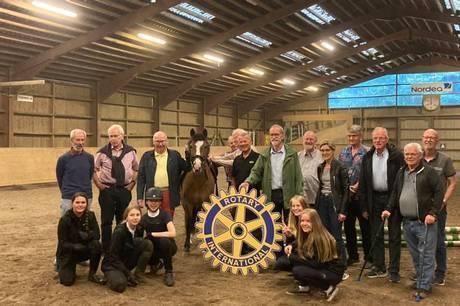 Ebeltoft Rotary klub på besøg hos Ebeltoft Rideklub. Prfoto