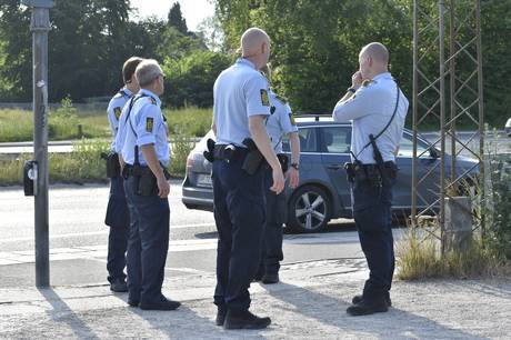 Betjenten, der blev kørt ned i juni er uden for livsfare, men han er fortsat uden for bevidsthed.