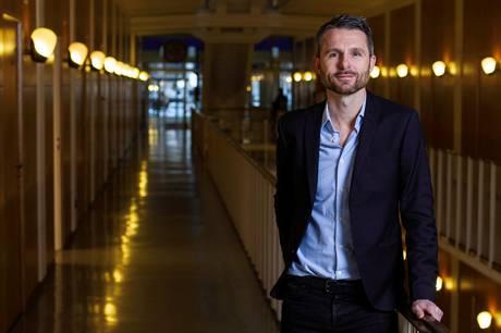 V-borgmesterkandidat Christian Budde har skabt en magtkamp mod V-rådmand Bünyamin Simsek, som vælgerne ikke burde blandes ind i, mener eksperter.