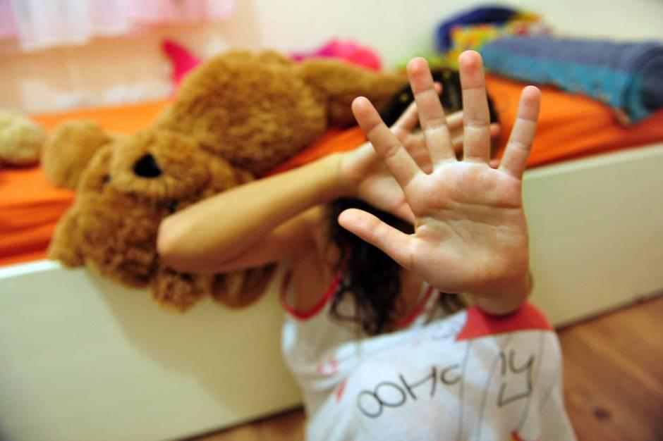 Fire års fængsel for gennem fire år at have begået voldtægt mod sin datter, da hun var mellem fem og ni  år gammel.